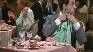 Mr Bean - The Restaurant -- Im Restaurant(OFFICIAL MR BEAN. Mr Bean arrives at a restaurant on his birthday. He's not sure how to behave. Includes hilarious tasting of wine and napkin sketches., 2009-09-04T11:44:08.000Z)