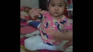 Bayi menari lucu