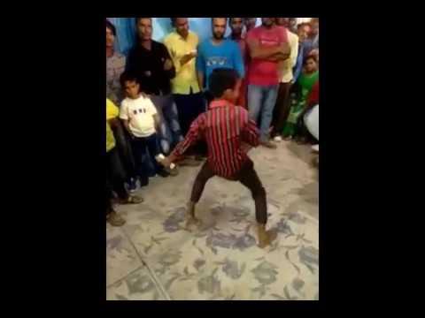 Bawla hu mai bawla desi village boy dancing in marriage