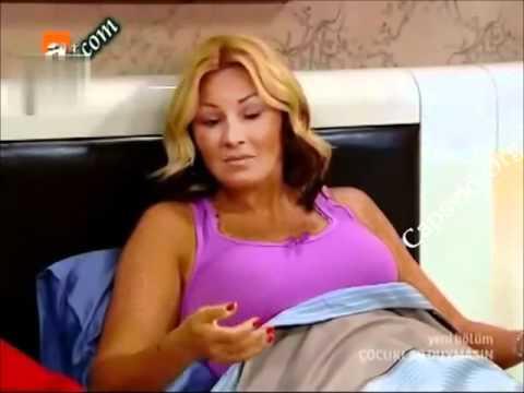 Pınar Altuğ Göğüsleri fırlıyor