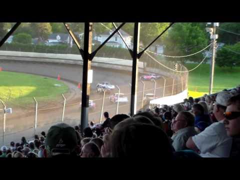 Stock Car Heat 3 @ Upper Iowa Speedway 05/29/16