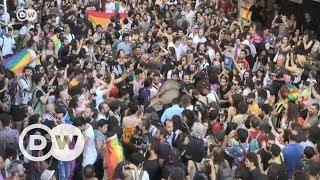 Polisten LGBTİ eylemcilere müdahale - DW Türkçe