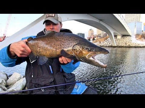 Great Lakes TROUT - Milwaukee Ice Show (Ft. Eric Haataja And Doug Wegner Fishing)
