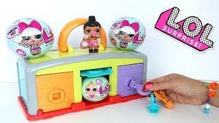Muñeca L.O.L. juego de Adivinar las Puertas con Muchas Sorpresas y juguetes Niños contra Niñas!!! thumbnail
