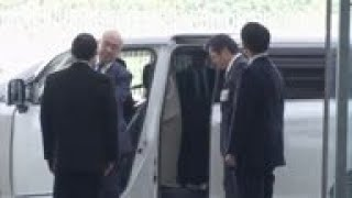 Abe shows off new Cabinet after reshuffle