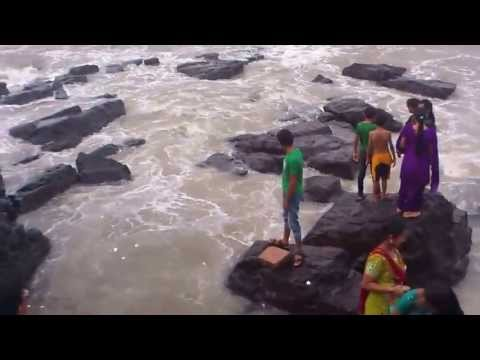 Haji Ali Fun - People Enjoying Water Splash Backside Of Dargah