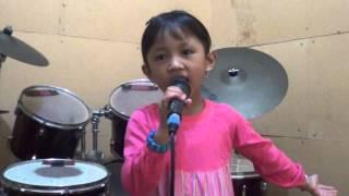 Anak Berbakat Menyanyi BERKIBARLAH BENDERA NEGERIKU Oleh Kinasih L  Priyono