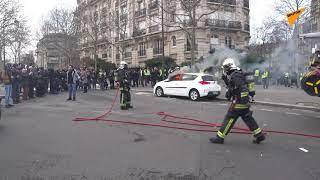 Voiture brûlée lors de l'acte 13 à Paris