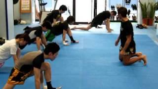 「ハイキックを蹴る為の柔軟体操」 thumbnail