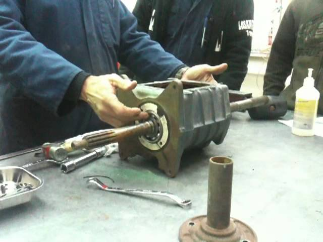 opening a gear box ( part 1) - YouTube
