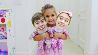 Nastya found a doll and pretends to be a parent encontró una muñeca y finge ser madre