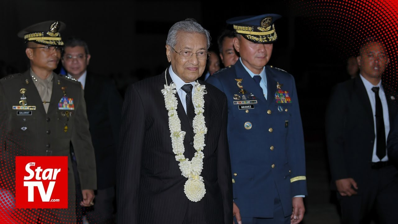 Tun M arrives in Manila for an official visit