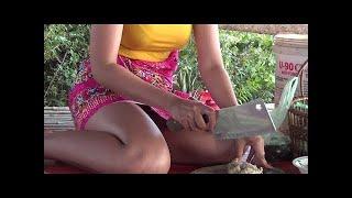 Удивительная красивая девушка приготовления креветок в ананасе-Как приготовить креветки в Камбоджеnu