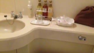 風呂がシングルにしては広い!キレイ! あと2階がジョナサン(ファミレ...