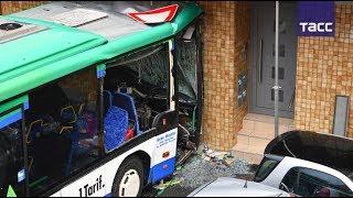 Кадры с места ДТП со школьным автобусом в Германии