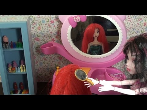 Elsa and Anna's makeover at Draculaura's beauty salon- Rapunzel's hair disaster!