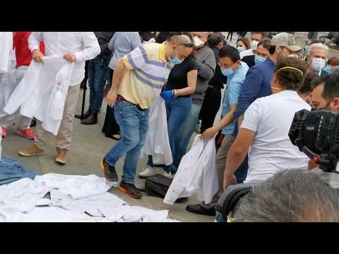 Protesta de la hostelería: los chefs se quitan sus chaquetillas
