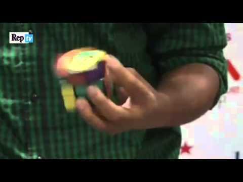 India, 5 cubi di Rubik con una mano sola: è record
