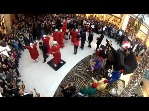 la vache qui rit maroc flashmob morocco mall youtube. Black Bedroom Furniture Sets. Home Design Ideas