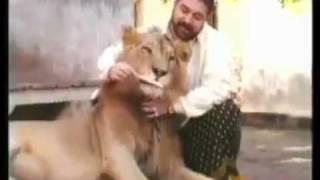 teepu pehlwan late truckanwala lahore with his lion