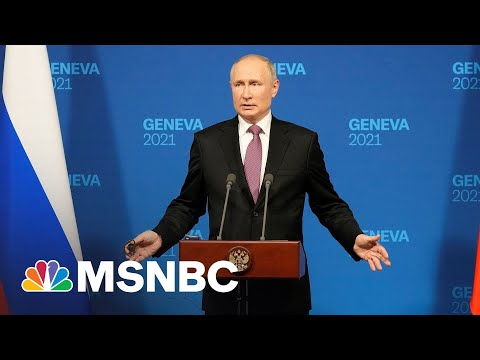Reporter Presses Putin On Treatment Of Navalny, Political Opponents