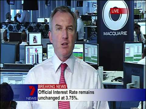 Macquarie Bank Employee busted looking at nude photos of Miranda Kerr live on TV