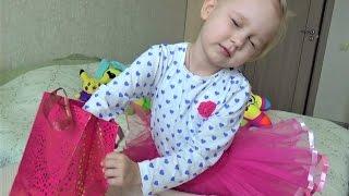 Новые СЮРПРИЗЫ для детей Алиса открывает маленькие игрушки в коробочках Surprise for children