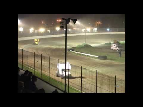 Full race from the Sprints On Dirt at Hartford Speedway Park in Michigan, May 11, 2007. - dirt track racing video image