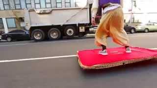 Аладдин на ковре самолете в Нью-Йорке пранк прикол(Аладдин на ковре самолете в Нью-Йорке пранк прикол., 2015-11-11T02:01:59.000Z)