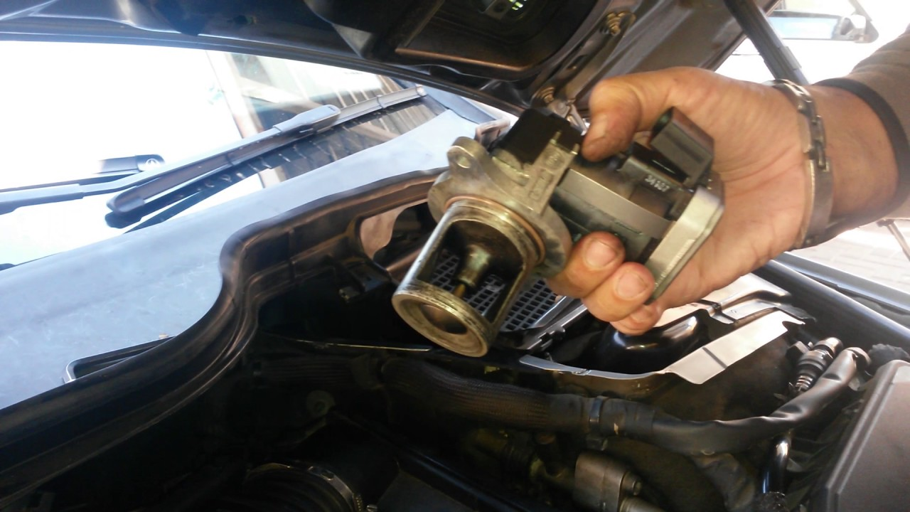 How to remove the egr valve from a merc r320 cdi