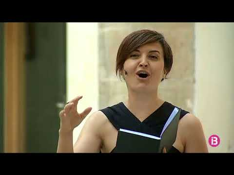 Música, dansa i la paraula de Josep Maria Llompart es fusionen l'espectacle ' Llumeneret Blau'