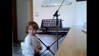Luca canta Blues con menos de 2 años. Baby sings deep Blues