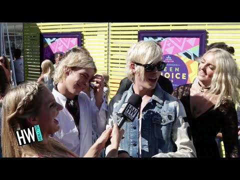 R5 Imitate Each Other & Share Inside Jokes! (TEEN CHOICE 2015) | Hollywire