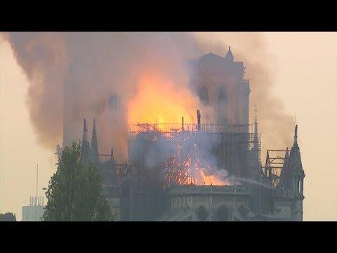 Francisco reza por la población parisina tras el incendio de la catedral