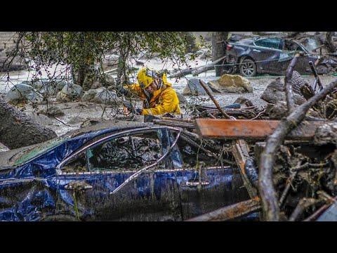 California mudslides cause devastation, crews still looking for survivors