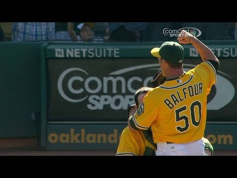 TB@OAK: A's fans welcome Balfour with 'Balfour Rage'