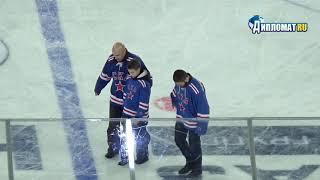 Хабиб Нурмагомедов произвёл символическое вбрасывание шайбы на матче СКА - ЦСКА
