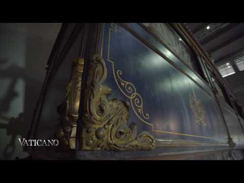 "Private Train of the ""Pope King"" - Vaticano"