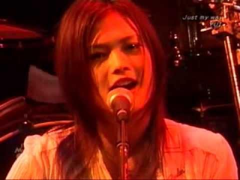 Yui - 1st Street Live at Drum Logos in Fukuoka 2006