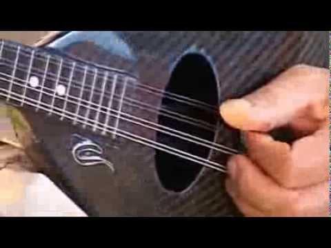 Mandoline en carbone - un gaucher joue Nivram - Jean Luc Genin