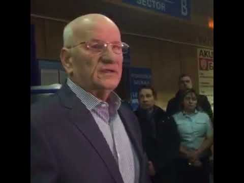 Берг разговаривает с родственниками жертв катастрофы самолета Москва-Орск