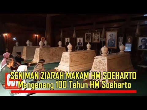 SENIMAN ZIARAH MAKAM HM SOEHARTO