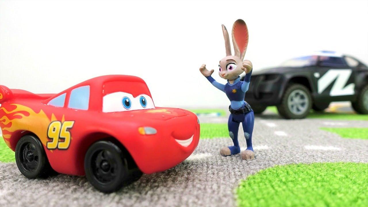 Video e giochi per bambini. Saetta McQueen corre in città. Nuovi episodi con le macchinine