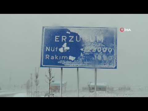 Erzurum'da Kar Yağışı Sürücülere Zor Anlar Yaşatıyor