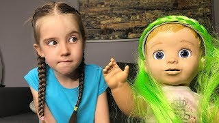 Маша занимается воспитанием куклы а потом они вместе играют с новыми lost kitties