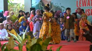 Lomba Fashion Show Batik Anak Hari Kartini
