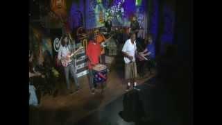 Cha Wa perform