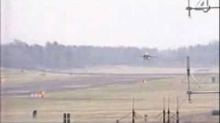 Saab JAS-39 Gripen crashing in landing