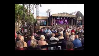 Andre Rieu geeft een concert voor veteranen op de Vrijthof in Maastricht