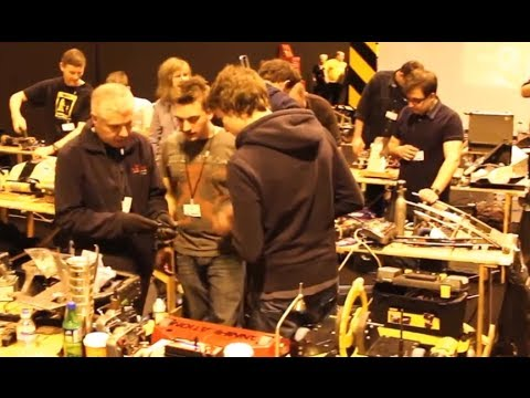 Quick pan of the Roboteers from 2014 UK Fighting Robots FW Championships - 11th April 2014